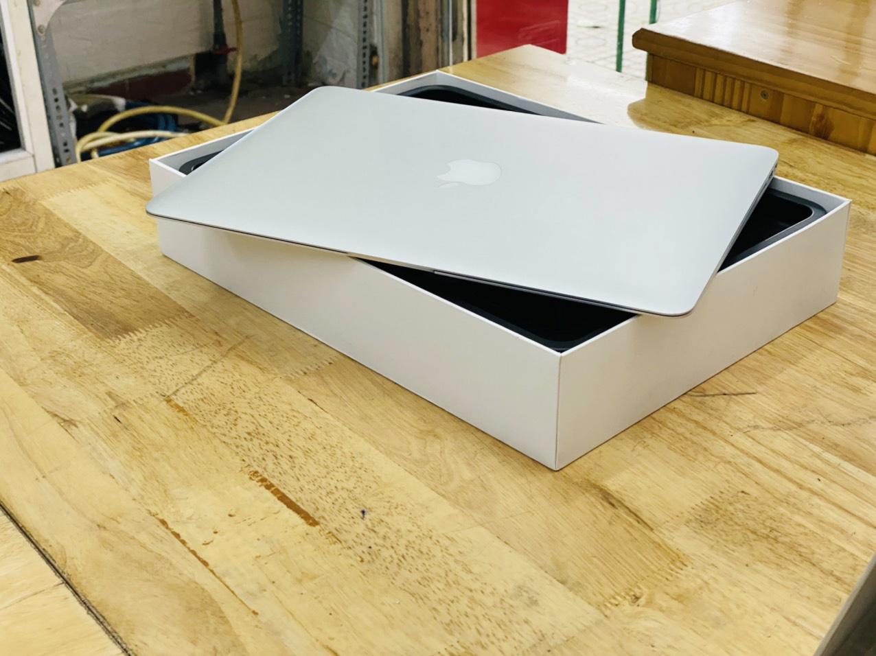 Macbook Air 13-inch 2017 i5